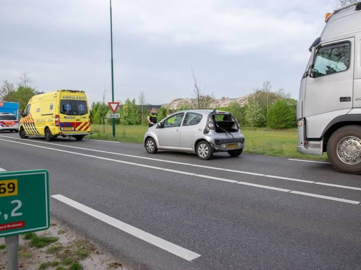 Drie auto's botsen op N269 bij Esbeek