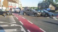 Drie auto's botsen op Rondplein in Nederbrakel: chauffeurs ongedeerd, maar wagens klaar voor schroothoop