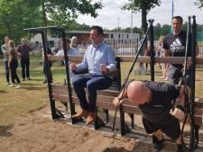 Eerste beweegbank staat in Vught: 'Je hoeft niet meer naar de Efteling'