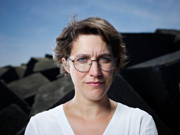 Rosanne Hertzberger, microbiologe en columniste: 'De ene keer laat ik mijn kinderen tekeergaan in een binnenspeeltuin, de andere keer sleur ik ze mee naar een museum.' Beeld Hollandse Hoogte / Merlijn Doomernik