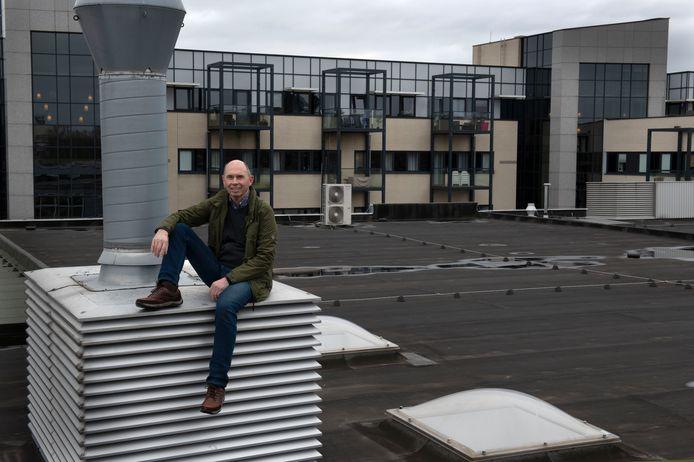 Het dak in Nieuwegein dat vol met zonnepanelen komt te liggen. Ben van Gelder heeft ze al in Almere.