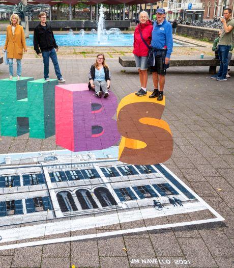 Balanceren op verdwenen Arnhemse iconen tijdens World Street Painting; 'Het drumstel staat voor namen als U2 en UB40'