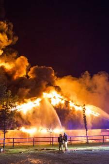 '10.000 varkens omgekomen bij brand in Agelo'