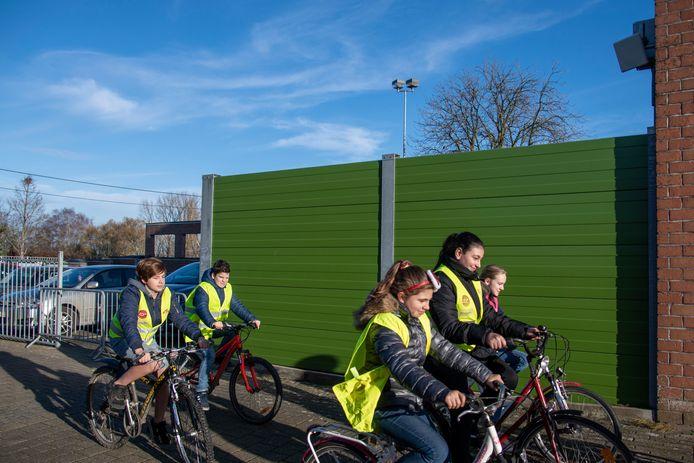 Kinderen die met chip door de schoolpoort fietsen verzamelen punten. De leerlingen van basisschool De Klinker zijn de eerste in Dendermonde die hiermee aan de slag gaan.