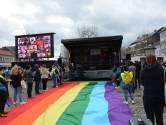 """Vlaanderen baadt in regenboogkleuren, toont scherm op Beverse Grote Markt: """"Haat moet vervolgd worden"""""""