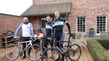 Drie vrienden fietsen 2.600 kilometer voor crèche