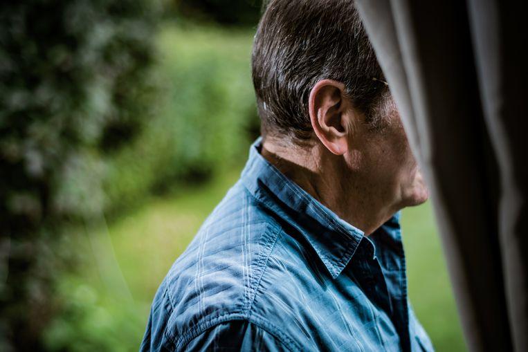 Johan: 'De kans dat ik in mijn ziekte herval binnen de drie jaar is 75 procent, is mij gezegd in het ziekenhuis. We zijn nu tweeënhalf jaar verder. Het is leven met angst.' Beeld Geert Van de Velde