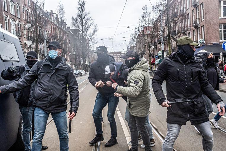 Protest tegen de coronamaatregelen in maart nabij het Museumplein in Amsterdam.  Beeld Joris van Gennip