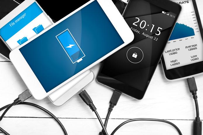 Laad smartphone, tablet of laptop nooit 's nachts op, of als je niet thuis bent.