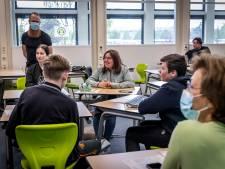 Jongeren BRAVO!College bedrijven politiek, met als winnaar: koken en bingoën met ouderen