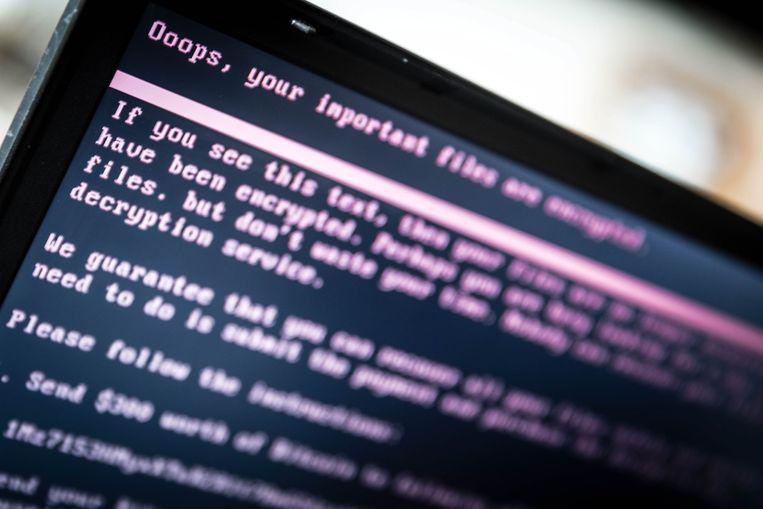 Computers die geïnfecteerd worden met NotPetya krijgen deze mededeling te zien, waarin staat dat 300 dollar in bitcoins betaald moet worden.  Beeld EPA