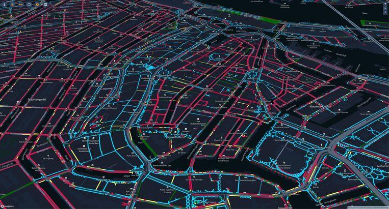 Een digitale kaart van Amsterdam toont de krapte op straat. Rood betekent dat de stoepen zo smal zijn dat het lastig is voor twee personen om elkaar te passeren op anderhalve meter. Dat is het geval voor driekwart van de Jordaan, de Wallen en de grachtengordel. Bekijk hier de interactieve kaart. Beeld TU Delft en AMS Institute