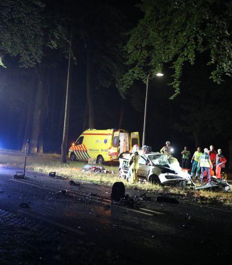 Automobilist raakt ernstig gewond bij botsing tussen twee auto's in Baarn