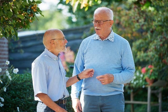 """Jan van de Ven (links) en Cees van Iersel hopen op een beter ouderenbeleid in de nieuwe gemeente Maashorst : ,,Nu is het om te huilen."""""""