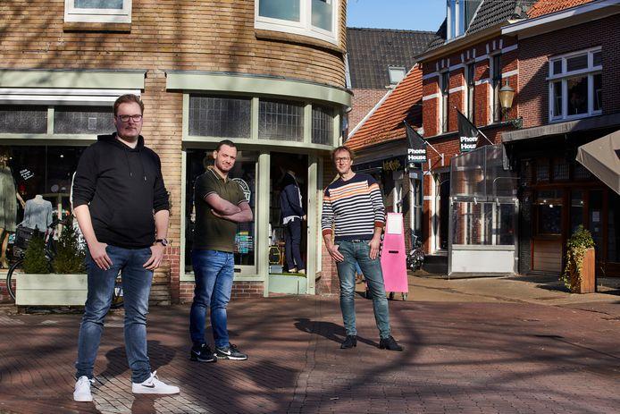 De bedenkers van shoprooster.nl (vlnr): Maikel klein Severt en Maurice van Dijk van MMProjects.nl uit Borculo en Bas Scholte in 't Hoff van  Happy Home of Brands uit Lochem.
