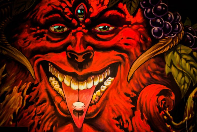 Graffiti van Bachusfiguur in de 'feestzaal' van de Charlatan, die voor de gelegenheid tot 'Belgica' werd omgedoopt. Werk van graffitikunstenaar A Squid Called Sebastian. Beeld A. Gyseflinck