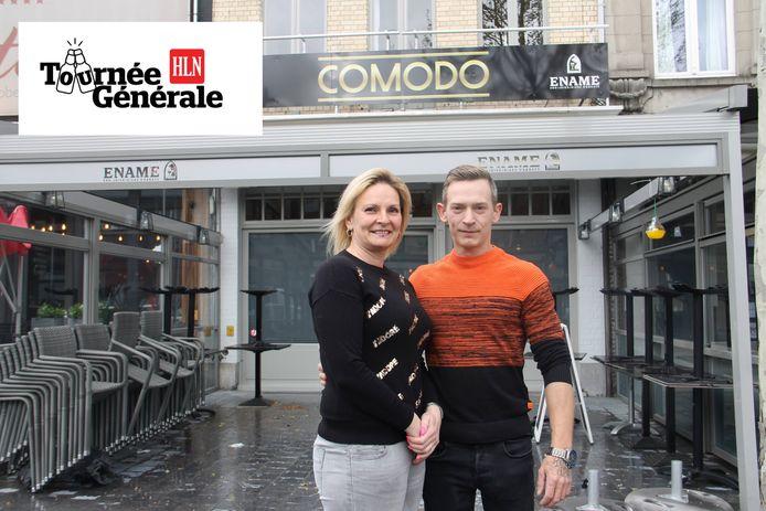 Anja en haar man Kevin nemen de uitbating van Café Comodo op de Grote Markt van Izegem over.