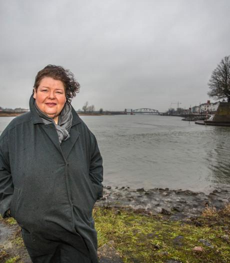 Broeken, jurkjes en blousejes van plastic afval uit de IJssel