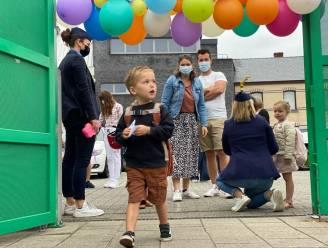 1 SEPTEMBER IN BEELD. Met een bubbelfeestje, een corona-piñata en een blik superhelden: 1,2 miljoen leerlingen halen lééfachterstand in