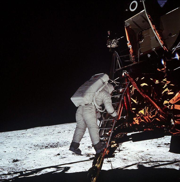 Neil Armstrong tijdens de maanlanding in 1969.  Beeld anp