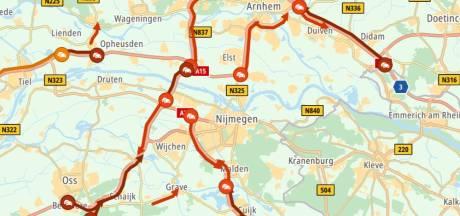 Herfstvakantie zorgt voor 'drukste spits van 2021': verkeer tussen Arnhem en Nijmegen muurvast