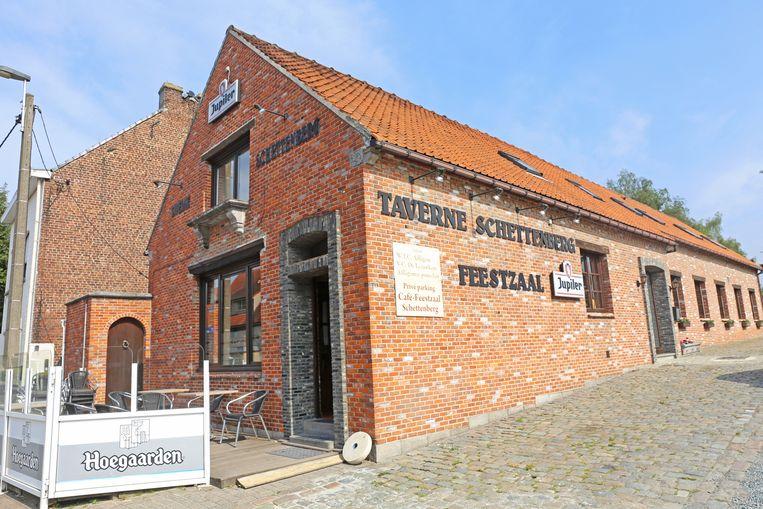 De taverne van Nelly bevindt zich aan de voet van de Schettenberg.