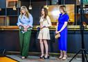 Prinsessen Amalia, Alexia en Ariane in de Orange Room tijdens Koningsdag de High Tech Campus.
