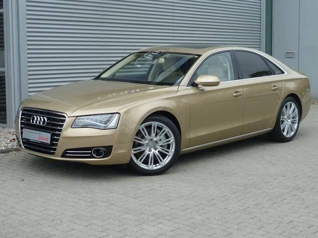 De gouden Duitse Audi A8 van Louis van Gaal.