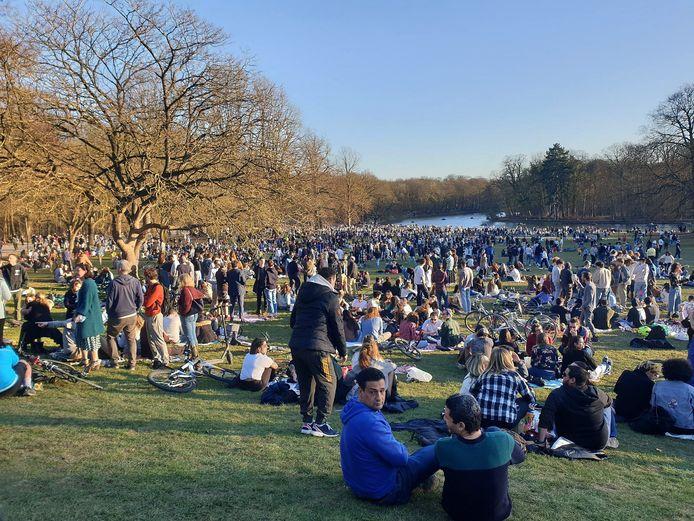 """Les images du bois de la Cambre littéralement pris d'assaut voici quelques jours ont certainement donné des idées aux organisateurs de cette """"Boum"""" dans le parc bruxellois."""
