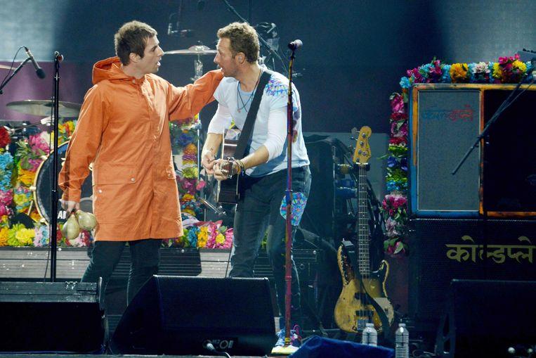 Liam Gallagher en Chris Martin op het One Love Manchester-concert. Beeld AFP