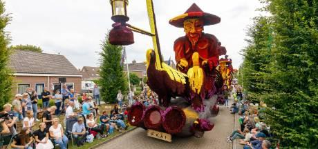 Tekort aan dahlia's voor corso in Sint Jansklooster? Riet brengt uitkomst: 'Dat is er genoeg in de buurt'