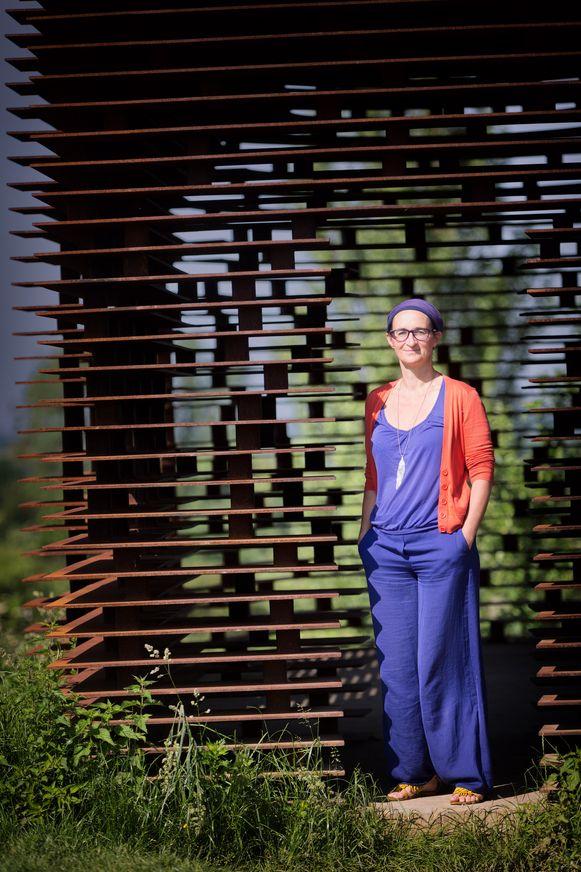 Veerle Koninckx was jarenlang communicatieprofessional bij JBC, maar na een burn-out startte ze een bedrijf om mensen te helpen met hun zoektocht naar geluk.