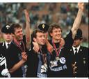 Als speler vierde Wilmots zijn grootste triomf in 1997 bij Schalke 04 met de UEFA Cup-trofee.