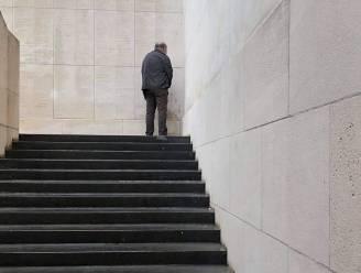 """Man plast tegen muur Menenpoort: """"We zijn geschokt door dit gedrag"""""""