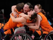 Nederlandse rolstoelbasketbalsters uitzinnig van vreugde na bereiken paralympische finale