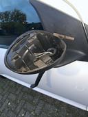 Kapotte autospiegel in Putten