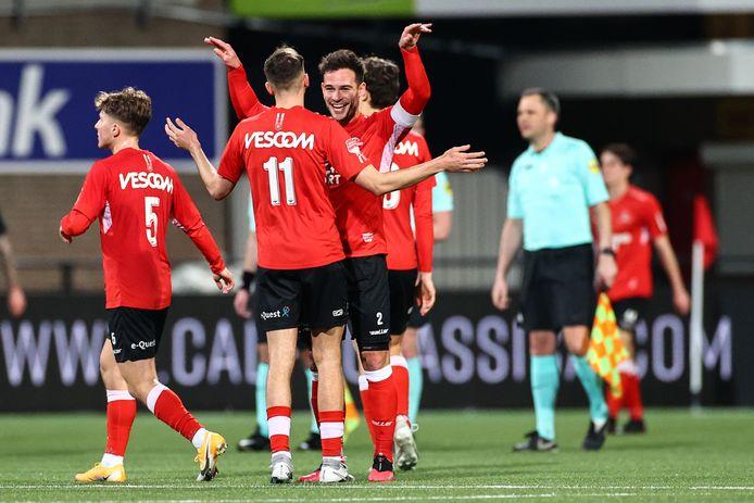 Als het aan Helmond Sport-trainer Wil Boessen speelt zijn ploeg op zoveel mogelijk verschillende momenten, zodat ze maar live op tv komen.