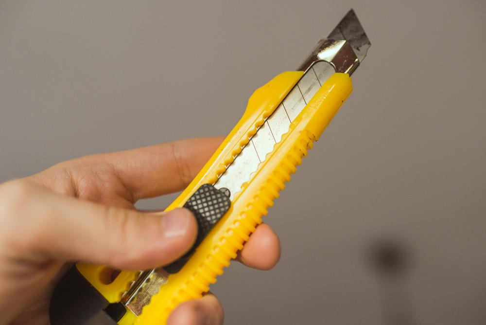 Een Eindhovenaar had bij een straatruzie  een mes op zak, volgens hem niet als wapen maar omdat hij met zijn zoon een huis bouwt van lucifers.