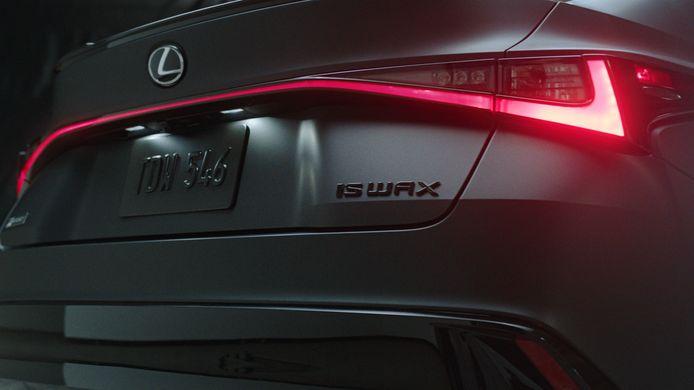 De speciale versie van de Lexus IS heeft een platenspeler in het dashboardkastje
