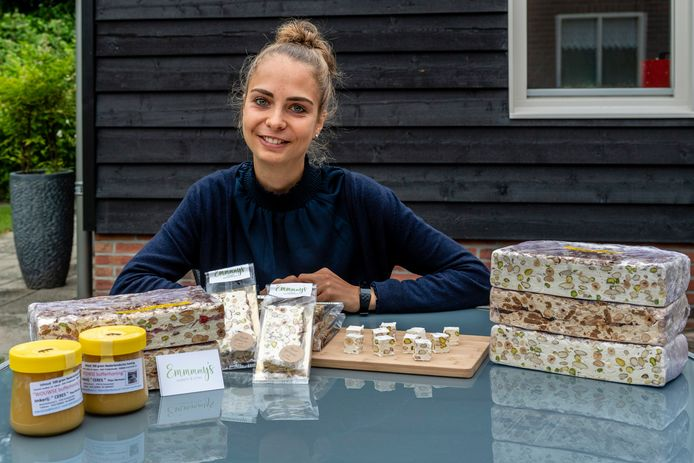 Emmy Maas uit Wouw maakt nougat met lokale ingrediënten.