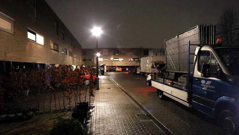 De woning in Amersfoort waar de politie gisteren onderzoek deed. Beeld anp