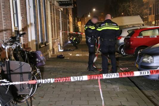 De politie heeft tot omstreeks 6.00 uur sporenonderzoek gedaan in de Kasteelstraat in Vlissingen.
