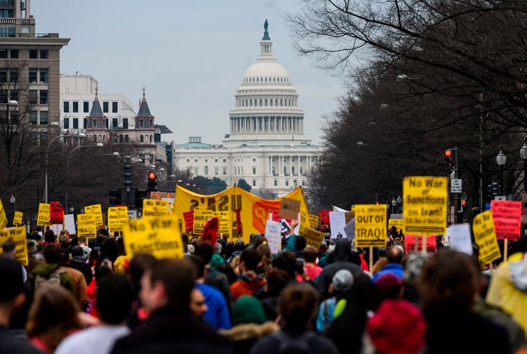 Anti-oorlogsactivisten demonstreren voor het Witte Huis in Washington. Beeld AFP