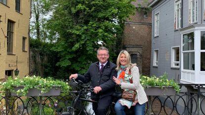 Amsterdam achterna: dertien Brugse bruggen krijgen bloembakken