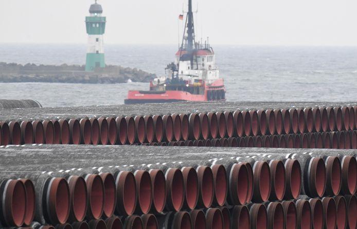 Archiefbeeld. Pijpen van Nord Stream 2 opgeslagen nabij het Duitse Sassnitz.