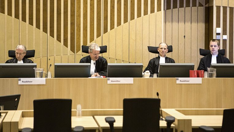 De rechters gisteren vlak voor aanvang van het Hoger Beroep in het Passageproces. Beeld Julius Schrank