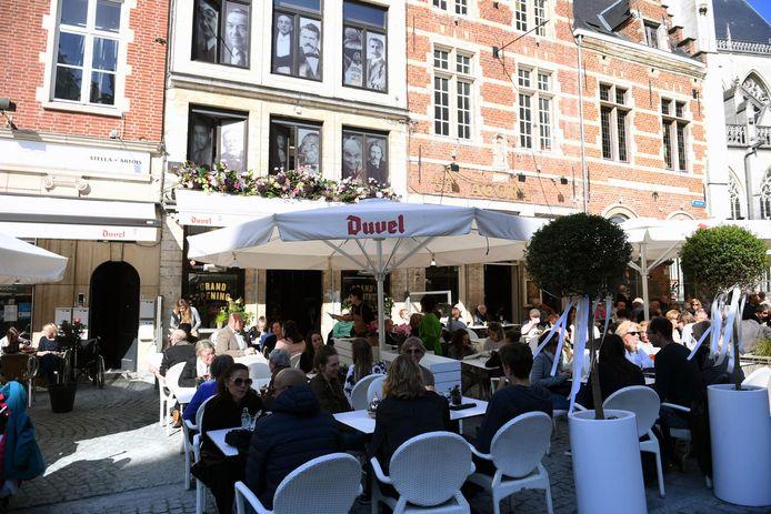 De klanten zullen hun weg snel vinden naar de terrasjes en uitbaters die kiezen voor een milieuvriendelijke terrasverwarming kunnen op steun van de stad Leuven rekenen.