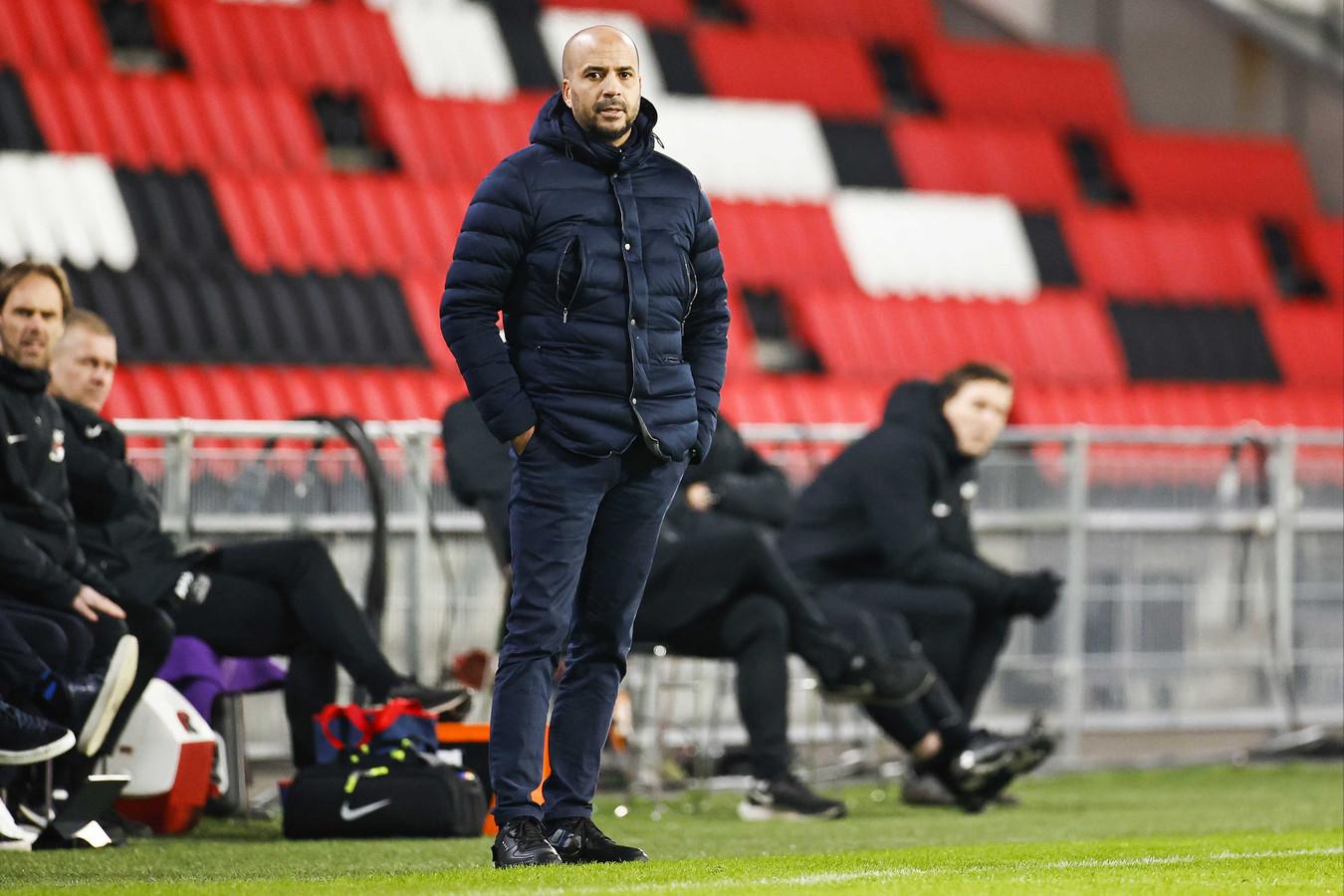 Pascal Jansen begon goed in zijn eerste topwedstrijd bij AZ. PSV werd met 1-3 verslagen.