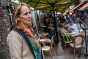 Helga Gerritzen van restaurant Allerlei & Visserij aan de Korte Putstraat.