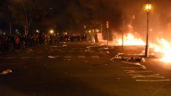 Boze Catalanen opnieuw op straat in Barcelona: verschillende auto's in brand gestoken